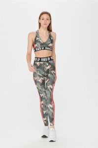 1. Top y leggings deportivos tropical